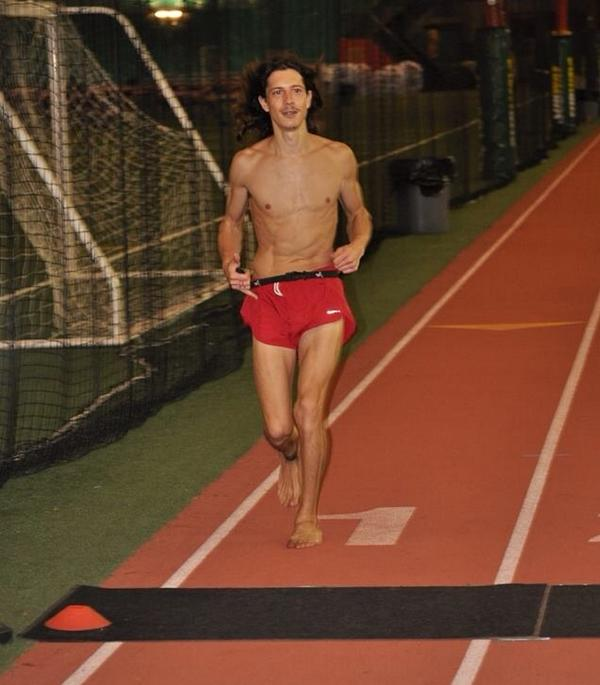 Andrew Snopes sets a barefoot running world record